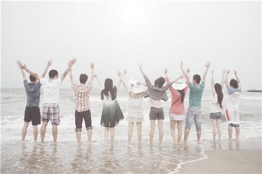 你是夏天,有海风吹过棕榈的蓝天。、夏天、蓝天、海边、看海