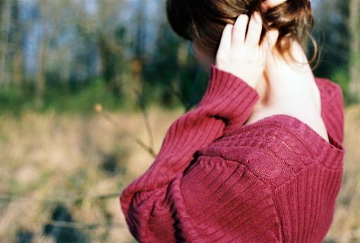 这个世界上假装彪悍的姑娘,到了最后都能幸福沉稳的站在土地上。