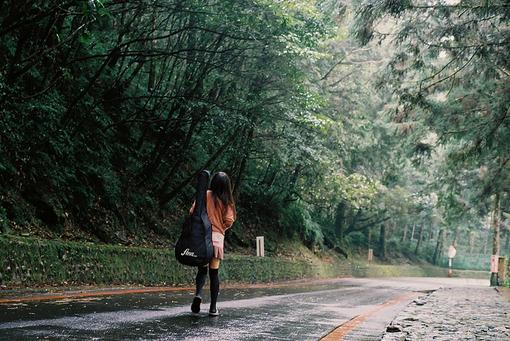 年华是一场无声剧、时光、于是你幻想去旅行、吉他、森林