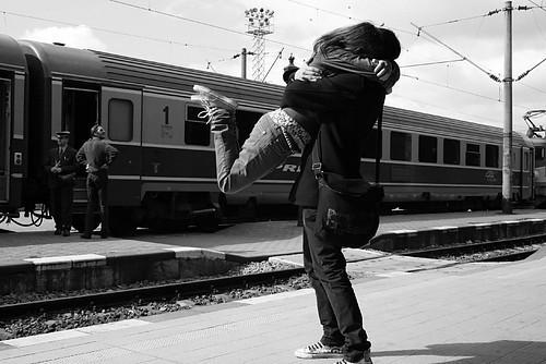 唯有温暖与爱让我们活下去。
