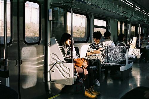 我们,在回家的公交车上