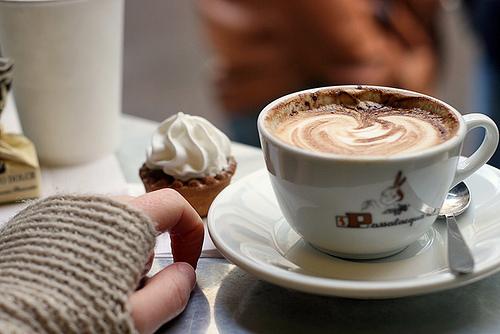 这杯咖啡忘了加糖