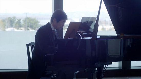 感人视频:学钢琴的父亲 (2)